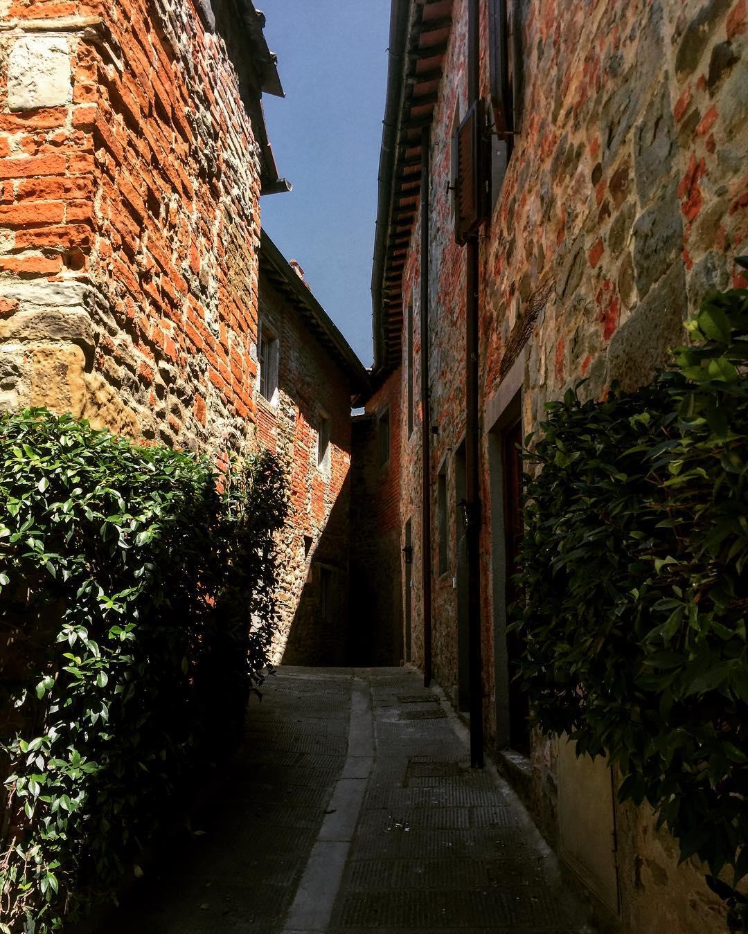 A due passi da Firenze ricostruzione di un borgo medievalehellip